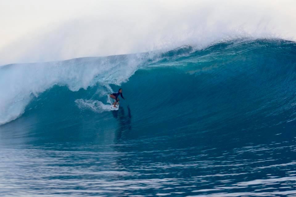 Vahine Fierro a osé surfer Teahupo'o © Gaël Vaast