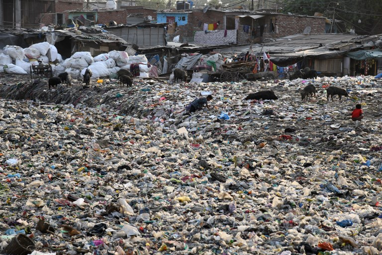 Journée de l'Environnement: dans un bidonville de Delhi, un océan de plastique