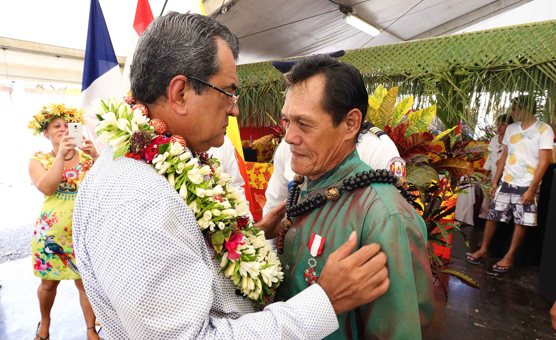 Stéphane Tuohe, président de la fédération artisanale « Te tuhuka o te henua enana », a été élevé au grade de chevalier dans l'ordre de Tahiti Nui