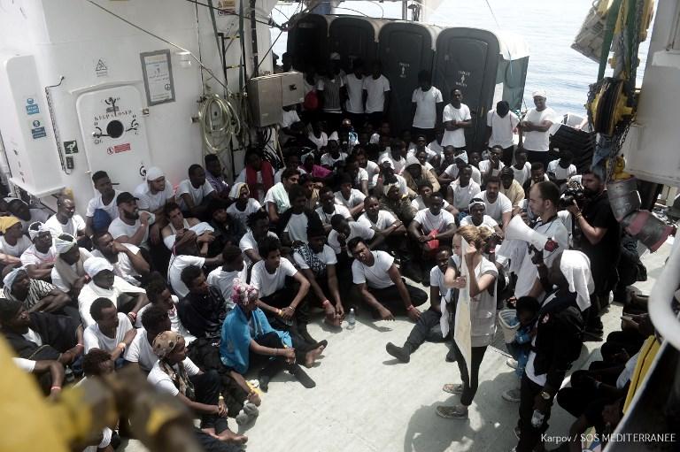 Encore au moins quatre jours de mer pour les migrants de l'Aquarius