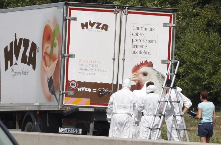 """Mort de 71 migrants dans un """"camion charnier"""": 25 ans ferme pour les têtes du réseau"""
