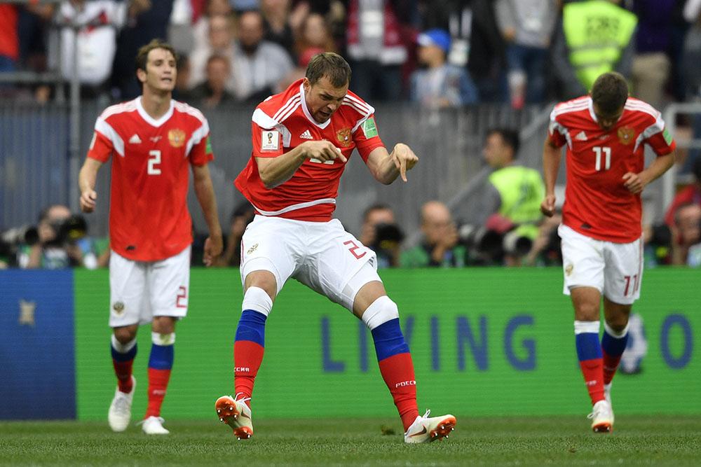Mondial-2018: la fête est lancée, la Russie frappe d'entrée