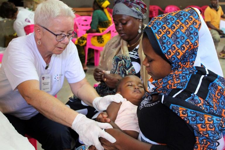 A Mayotte, les enfants se font vacciner à la bibliothèque