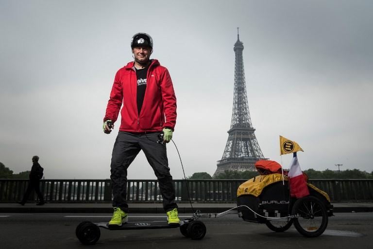 """De San Francisco à Pékin en skate électrique """"pour voir comment le monde a changé"""""""