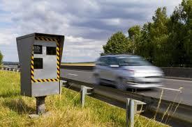 Pas-de-Calais: un pilote d'une course sauvage de bolides contrôlé à 265 km/h sur l'A26