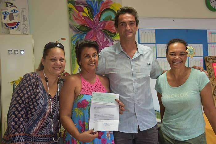 Thierry Trouillet, directeur de la TEP a remis un chèque de 50 000 francs au CJA de Faa'a, ce lundi matin.