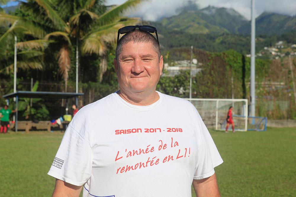 22-Mike Henry, responsable de la section foot à l'as JT.