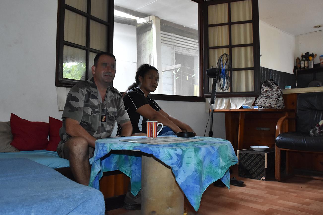 Prudence et Florent étaient assoupis devant leur téléviseur lorsqu'ils ont surpris un individu cagoulé dans leur salon, vendredi soir.