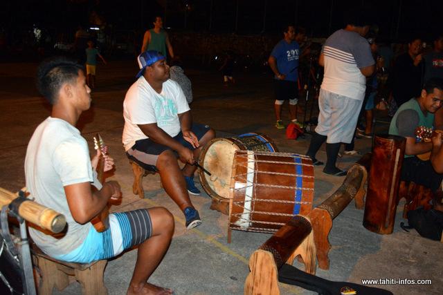Armandine Manarii, l'auteur, a choisi cette légende parce qu'elle parle de Huahine, mais surtout parce que le tambour est au centre de l'histoire.