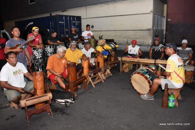Beaucoup de musiciens de Rurutu sont venus prêter mains fortes à ce groupe de Anaa.