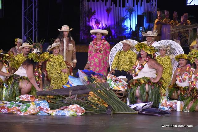 "Pupu Tuha'a Pae a présenté le ""umu'ai"" de Rurutu."