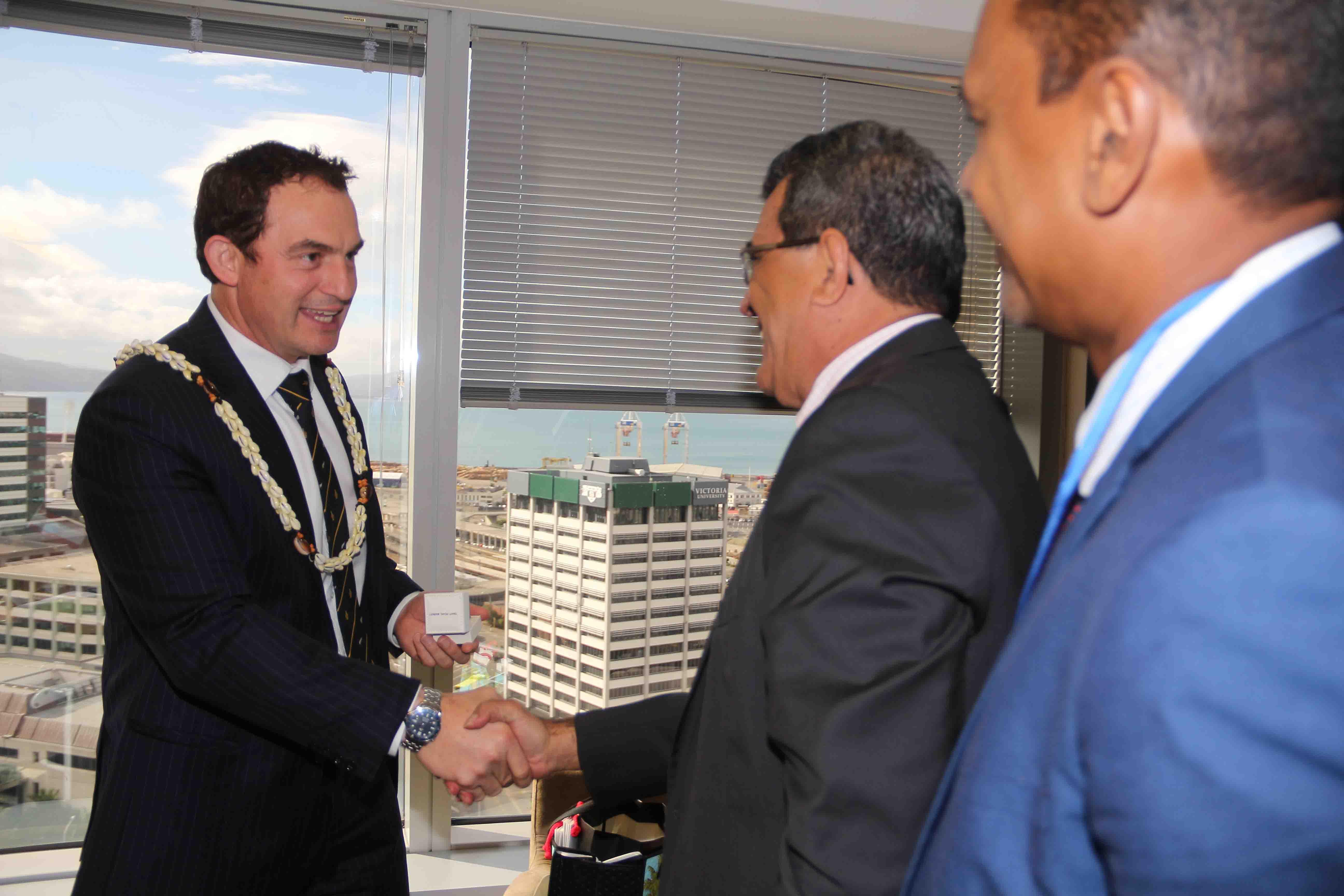 Un premier entretien s'est ainsi déroulé, lundi matin, heure de Nouvelle-Zélande, avec le ministre des Pêches, Stuart Nash.