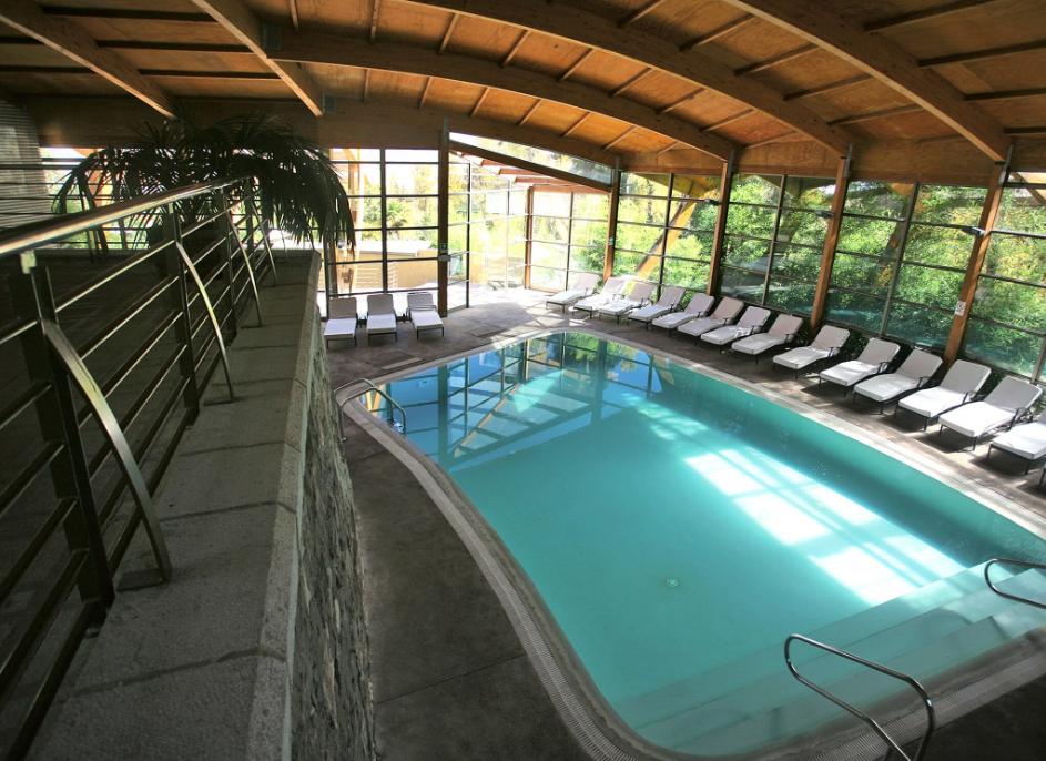 La superbe piscine intérieure, dont l'eau est chauffée à 32°C, idéale pour se relaxer. Les installations avaient été fermées en 2000 et ont été rénovées pendant cinq ans. La réouverture s'est faite le 28 octobre 2005.