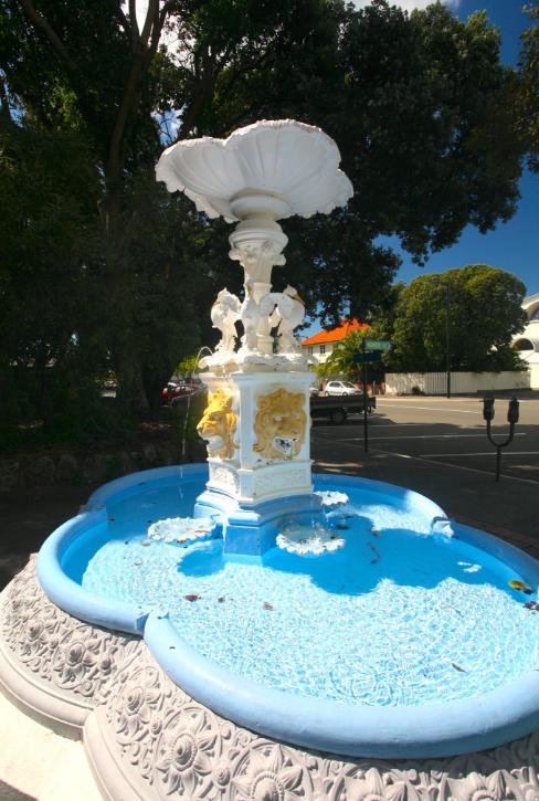 Une fontaine très kitsch du centre-ville de Napier. Toute la petite cité affiche ce caractère Art Déco parfois un peu rococo. Délicieux…