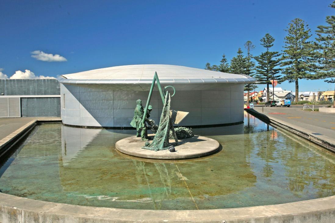 L'entrée de l'aquarium de Napier. Invitation à découvrir les fonds marins de la région et de mers plus lointaines.
