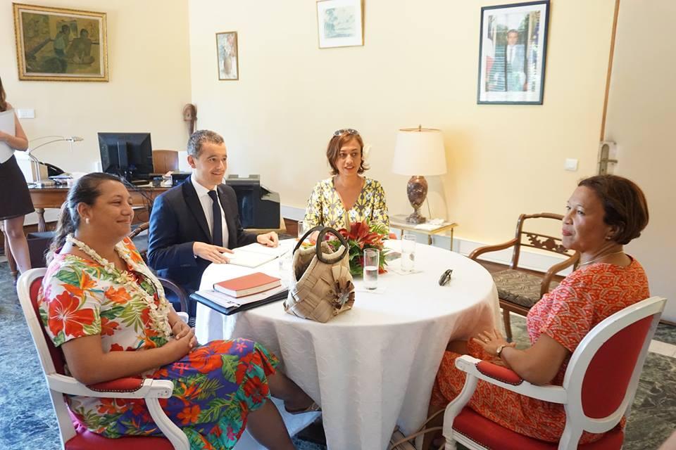 Le ministre de l'Action et des Comptes publics Gérald Darmanin a rencontré trois des cinq parlementaires polynésiens, les députées Maina Sage et Nicole Sanquer et la sénatrice Lana Tetuanui.