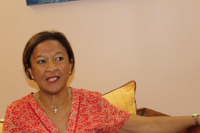 """""""Les trois parlementaires ce matin ont été fermes pour que l'Etat finance la continuité territoriale intérieure en Polynésie française"""", souligne Lana Tetuanui"""