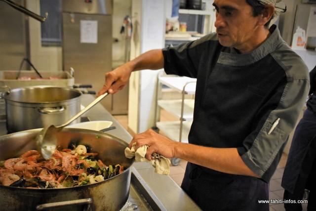 En cuisine, Stéphane se charge des plats chauds.