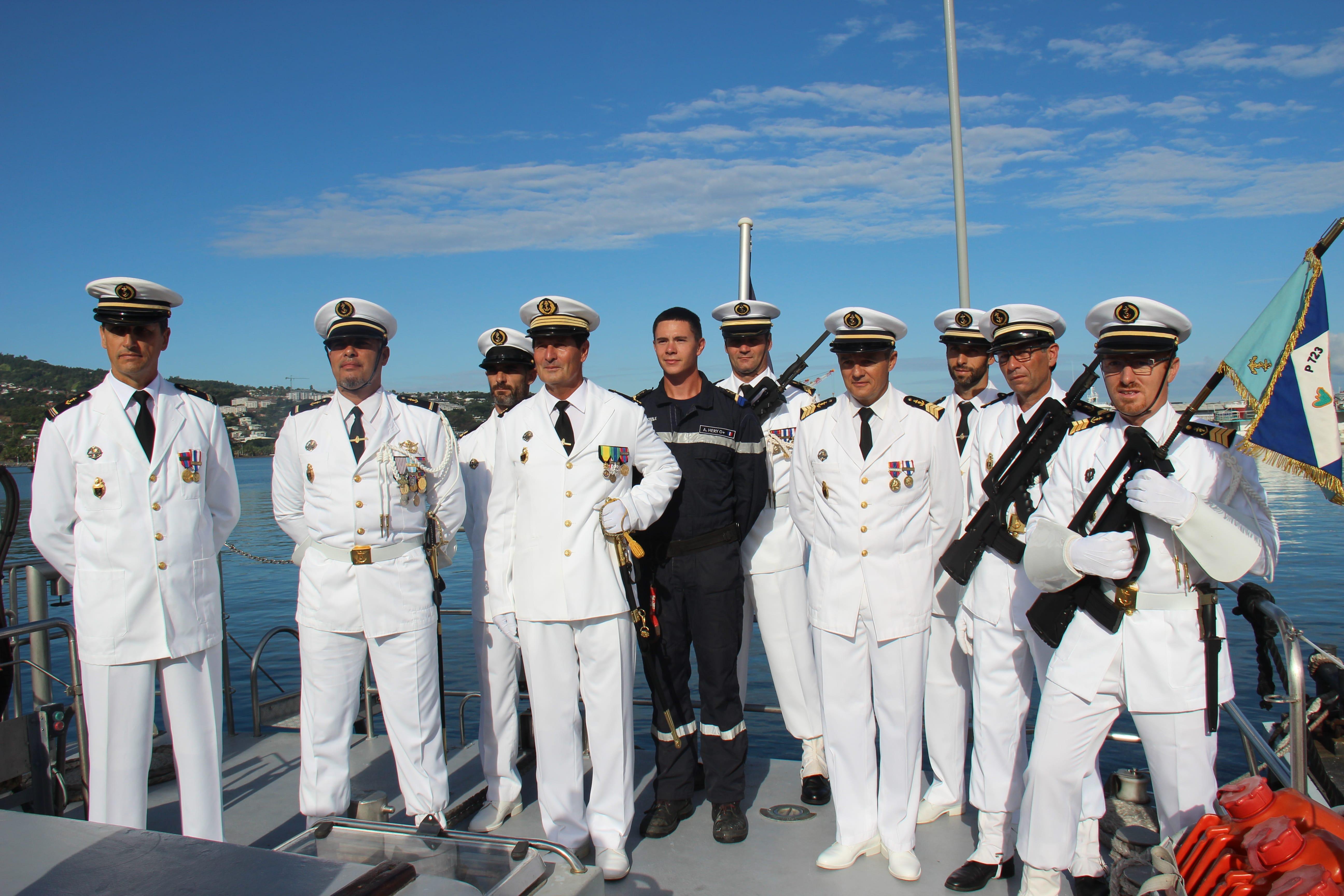 Le capitaine Pascal Brun et son équipage à bord du patrouilleur de gendarmerie maritime « Jasmin. »
