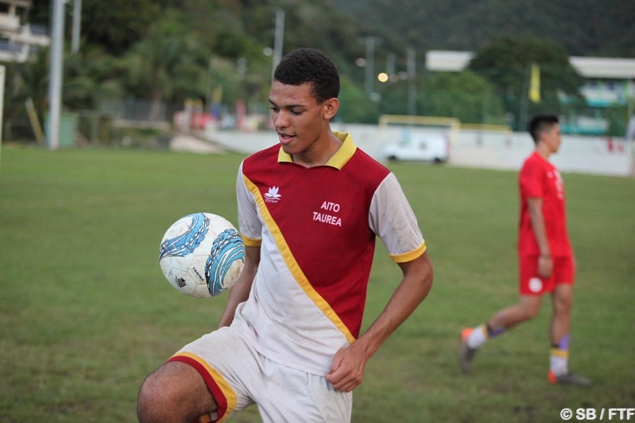 Samuel joue au poste de défenseur