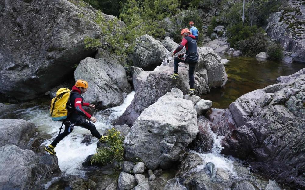 Emotion en Corse après la mort de 5 personnes, dont une fillette, emportées par une crue dans un canyon