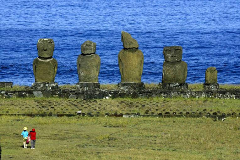 Le Chili limite l'accès à l'île de Pâques, menacée par la surfréquentation touristique