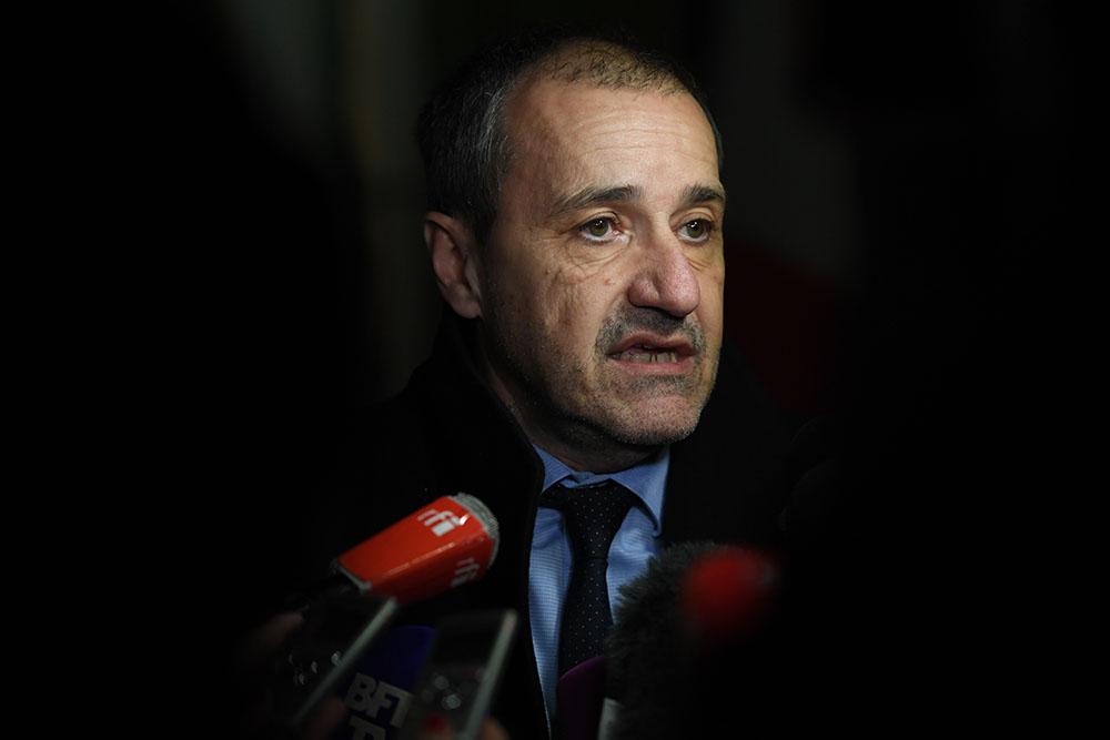 Corse: Gilles Simeoni refuse de débattre en présence de Charles Pieri à la tribune