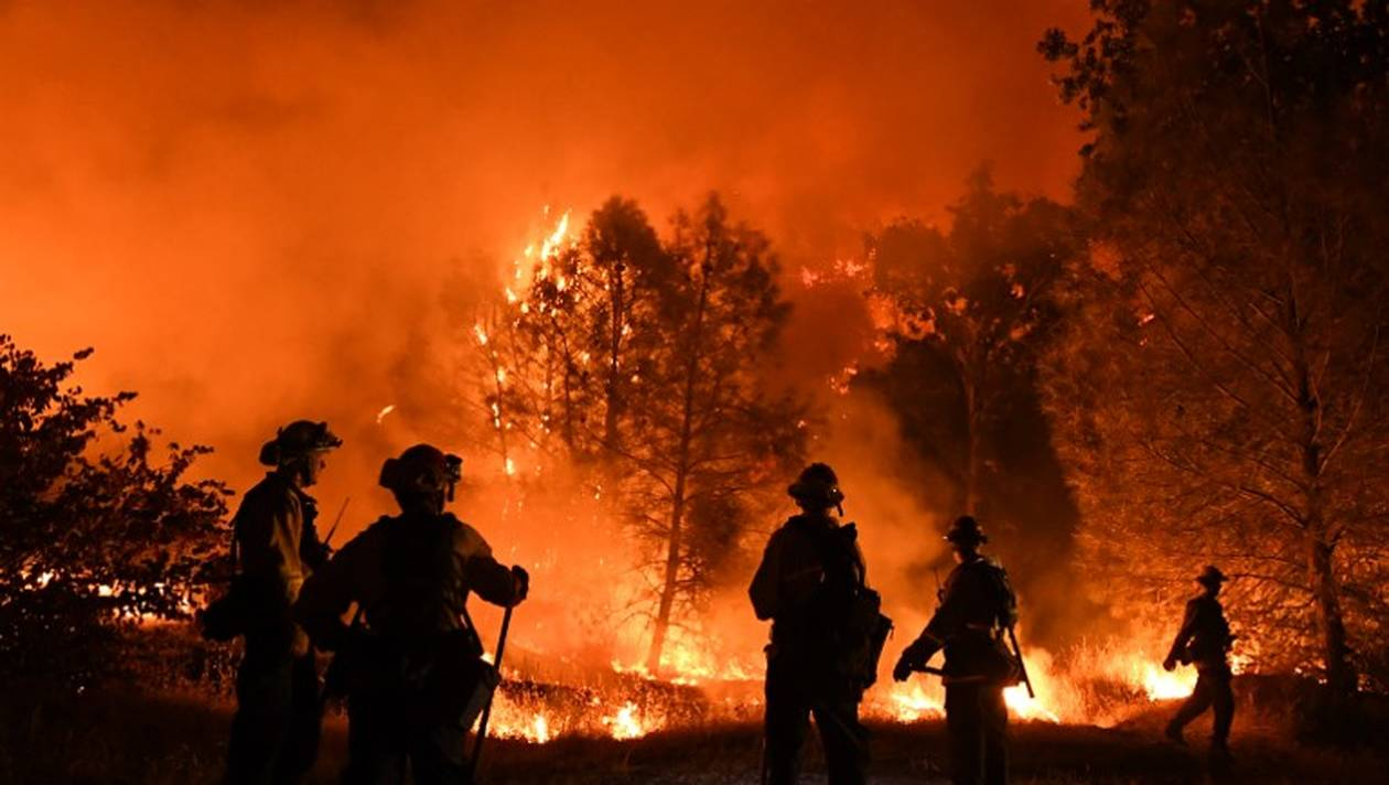 Californie: de gigantesques incendies poursuivent leur course folle