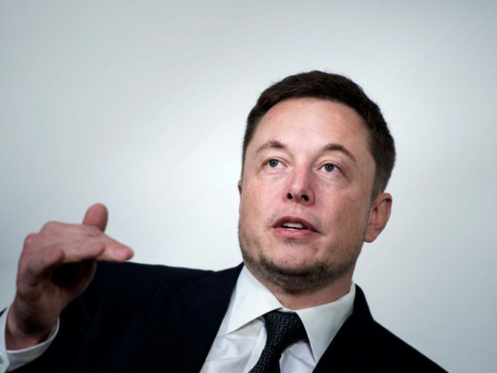 Tesla se penche sur son retrait de la Bourse, Elon Musk s'attire les critiques