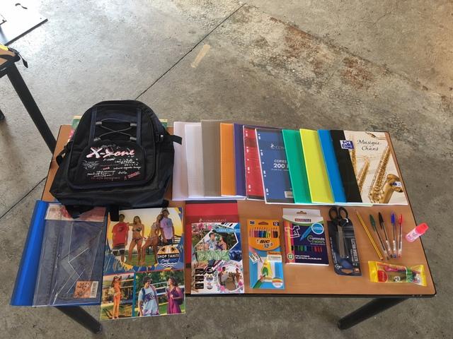 Les fournitures scolaires pour chaque bénéficiaire.