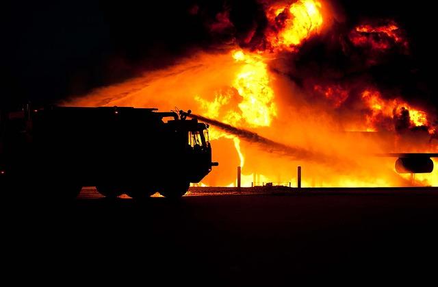 """Incendies: """"stabilisation"""" au Portugal et en Espagne, mort d'un pompier en Californie"""
