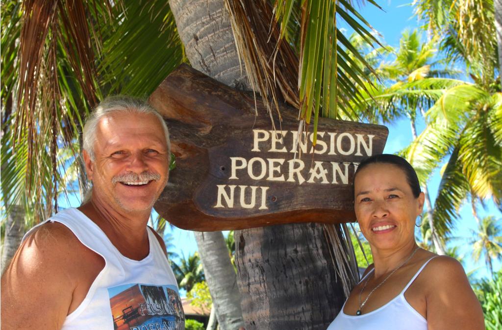 Aracely et Manu, les propriétaires de Poerani Nui ; lui est Suisse, elle est Colombienne.