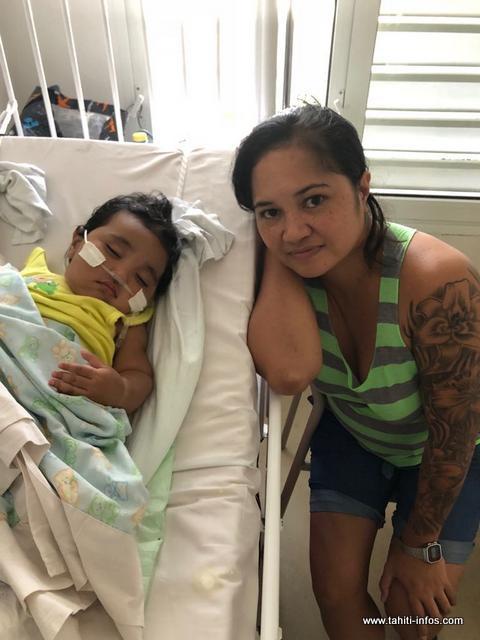 Habituellement, Maniani est un bébé joyeux et agréable à vivre. Aujourd'hui, le petit doit se battre pour réapprendre à respirer correctement.