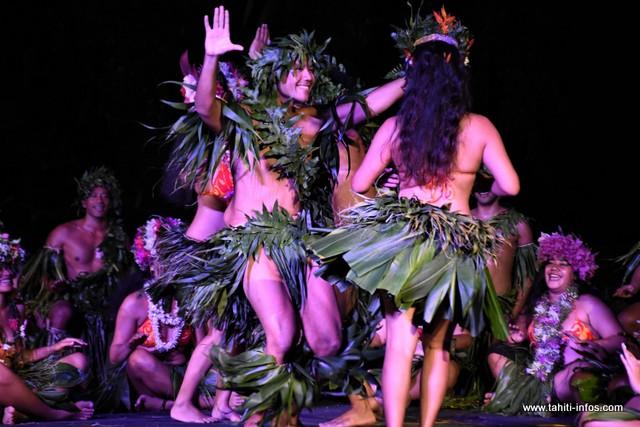 """La troupe """"Tiare no Beachcomber"""" a présenté son spectacle, vendredi soir."""