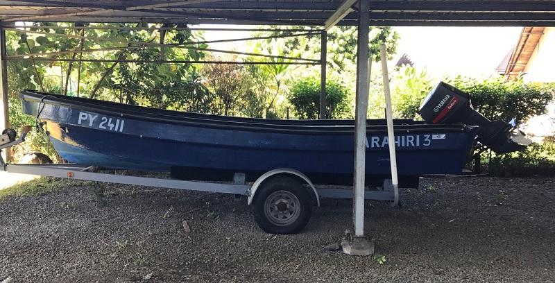 Ce bateau Shinju de 19 pieds avec son moteur et la remorque sera vendu aux enchères le mardi 28 août à la caserne de gendarmerie de Faa'a.