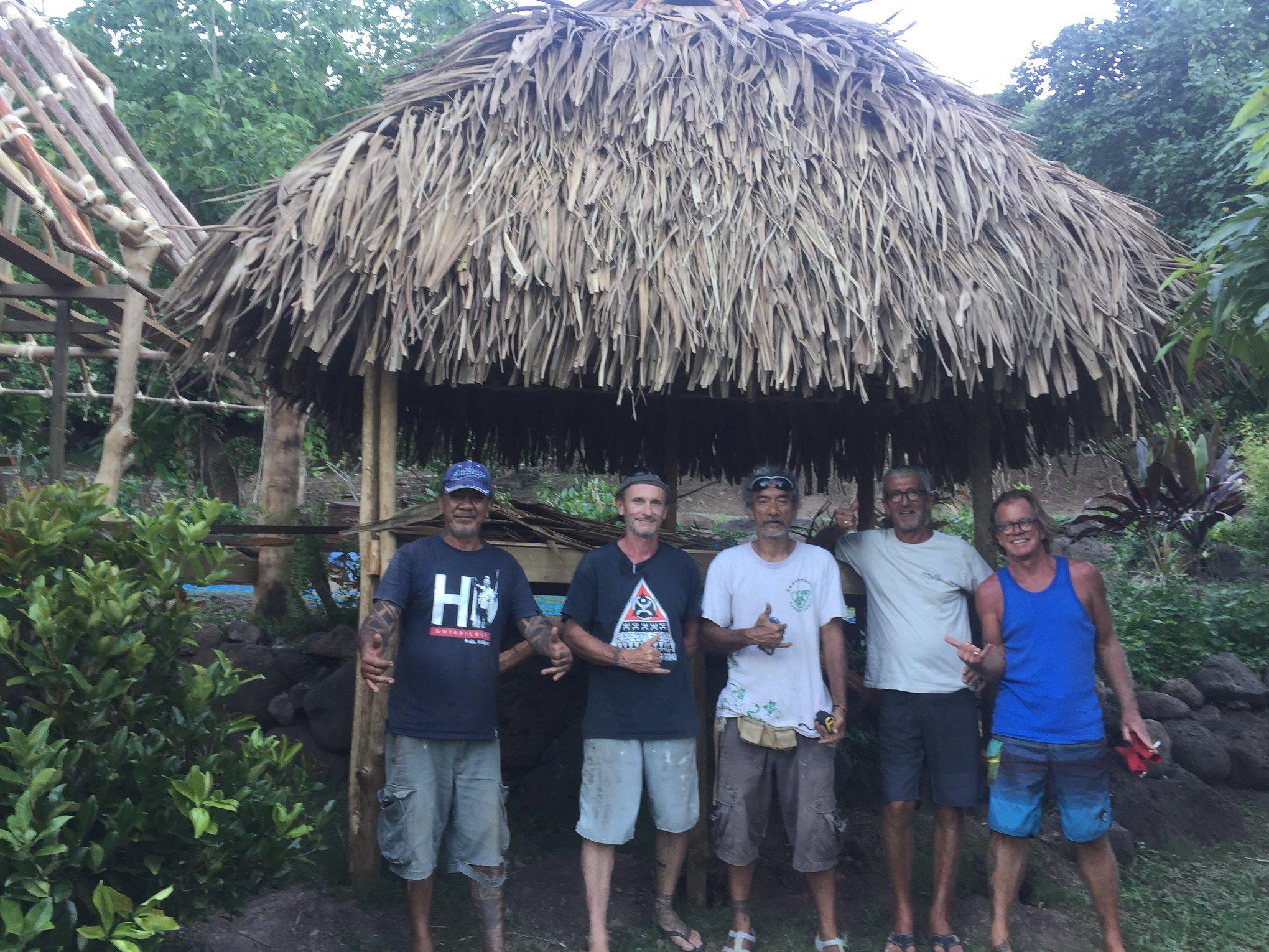 L'association Mana Tatau Maohi  et ses bénévoles ont construit de nombreux fare sur le lieu du festival.  Crédit Mana Tatau Maohi.