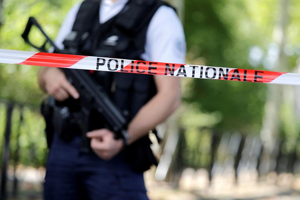 """Trappes: un """"déséquilibré"""" abattu après avoir tué deux membres de sa famille, l'EI revendique"""
