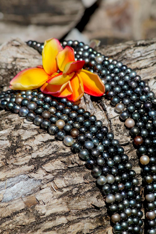 Quelques-uns des colliers de la ferme proche de la pension Poerani Nui ; laissez-vous tenter, les prix sont très attractifs ! © Daniel Pardon