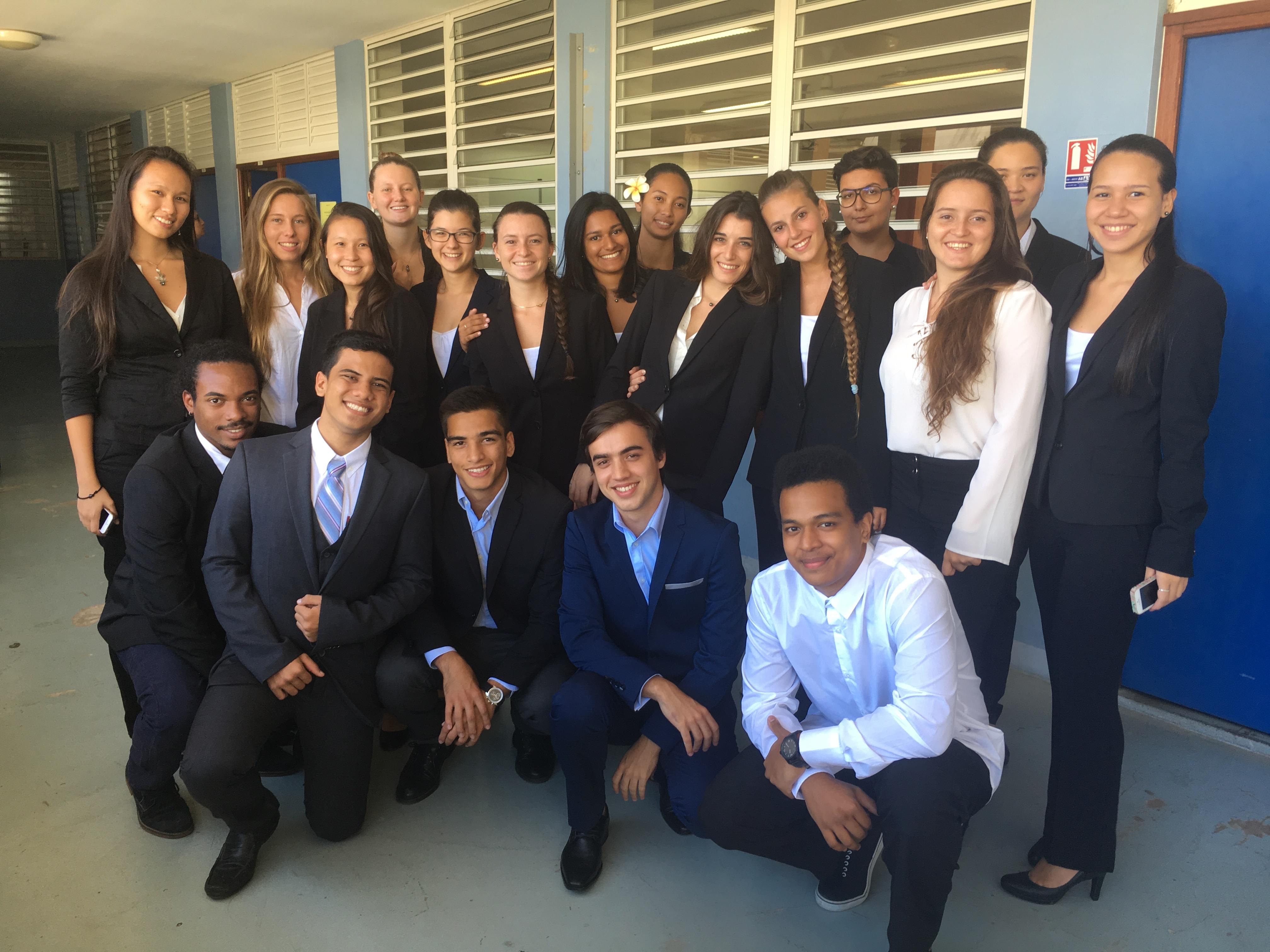 La promotion de CPGE ECE 2016-2018 du lycée Paul Gauguin, lors d'un entraînement à l'entretien de personnalité au sein de l'établissement.