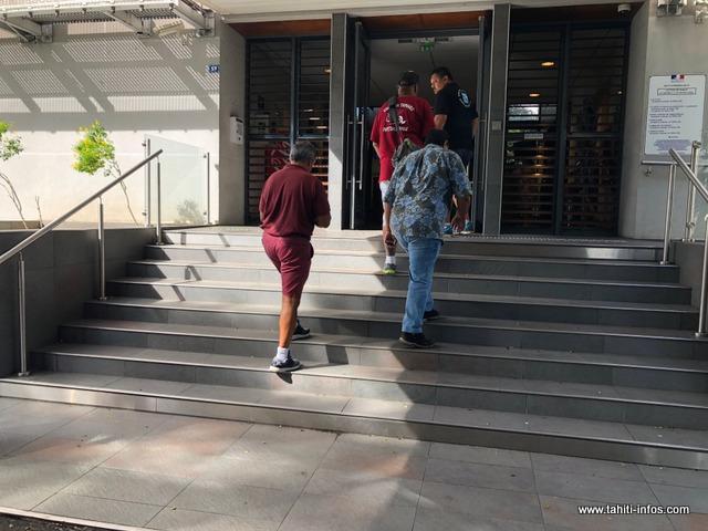 Mahinui Temarii de RTP-ARO nō Pōrīnetia et ses acolytes ont rencontré le haut-commissaire, René Bidal, vendredi après-midi.