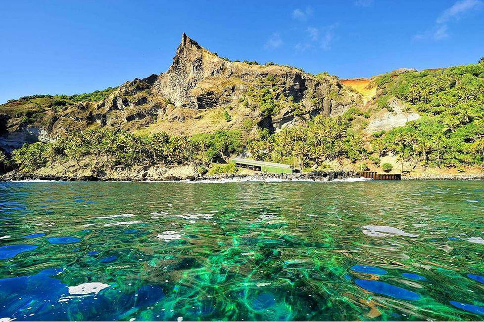 L'arrivée au port de Pitcairn prépare les visiteurs au paysage escarpé de l'île (crédit Tony Probst)