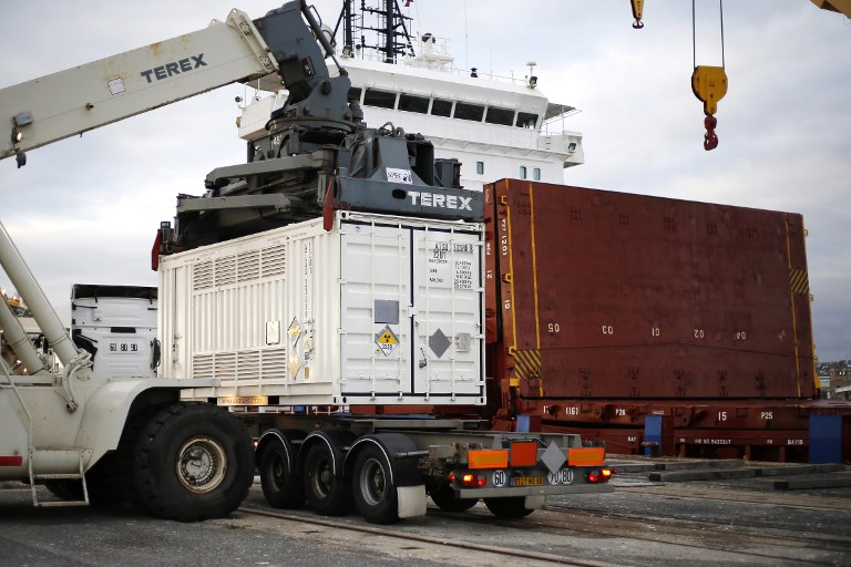 Arrivée à Cherbourg d'un bateau de combustibles nucléaires australiens
