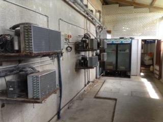 Une partie des compresseurs de frigo et congélateurs qui ont été mis hors d'usage après des chutes de tension