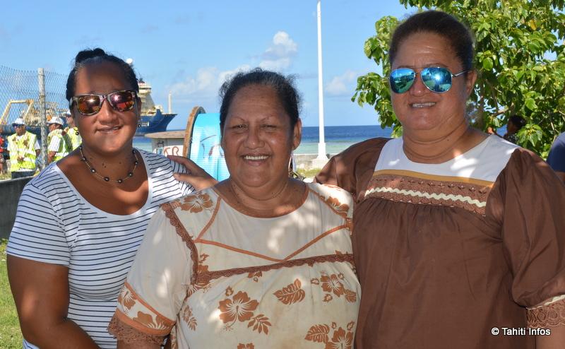 Micheline et ses amies n'utilisent pas beaucoup internet, mais elles ont hâte que Natitua arrive, pour leurs enfants.