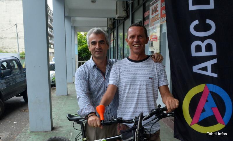 Avec la technologie d'impression 3D, Christophe a pu se créer une prothèse sur-mesure pour faire du vélo en toute sécurité.