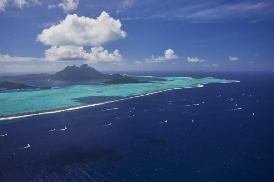 L'une des photos de la Tahiti Pearl Regatta a été sélectionnée parmi les 80 meilleures images de voile de l'année au concours Mirabaud.