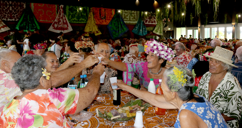 Un repas pour les matahiapo de Paea