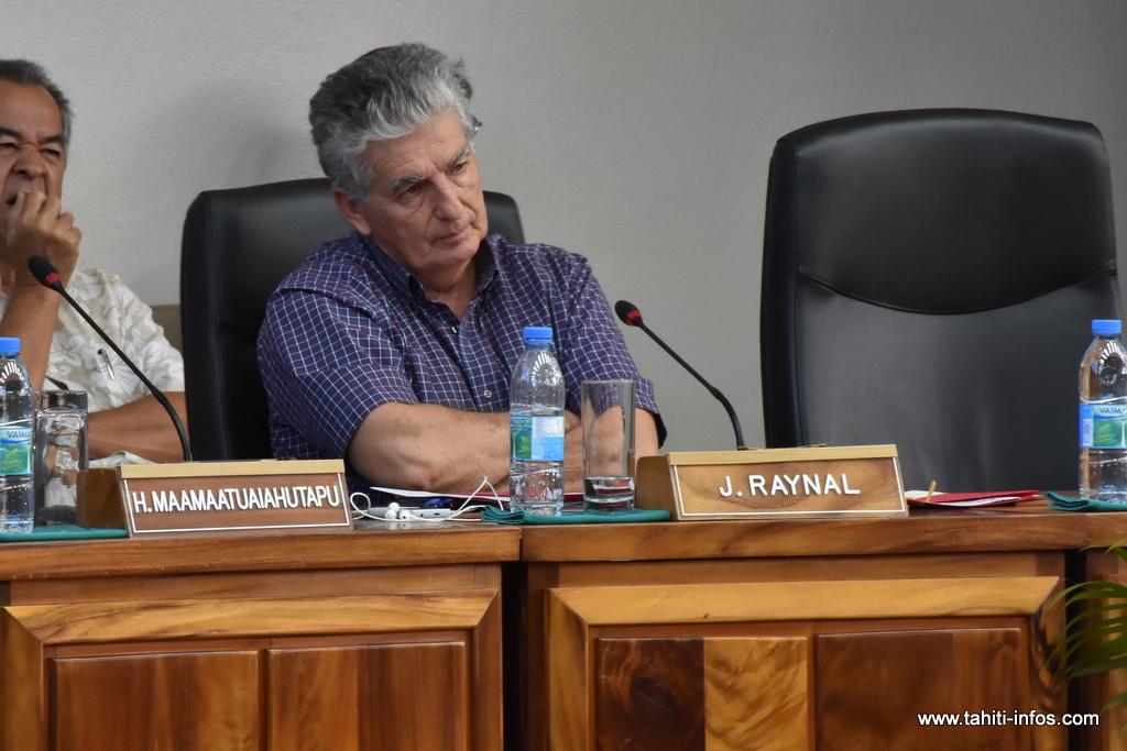 Le ministre de la santé, Jacques Raynal, vendredi à l'assemblée lors de la séance des questions au gouvernement.
