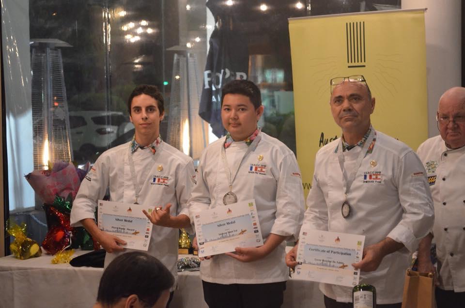 Steeven Nhun Fat et Pierre Baulu-Havard, médaillés d'argent au concours culinaire des lycées Asie-Pacifique