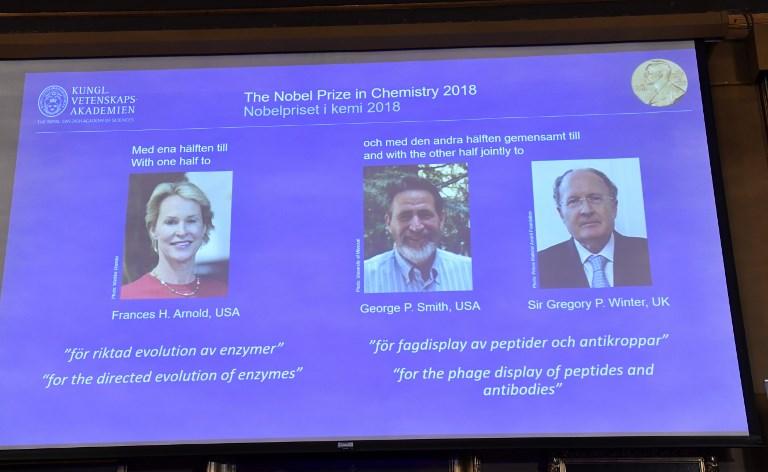 """Darwin en éprouvette! Le Nobel de chimie à trois """"dompteurs"""" de l'évolution"""